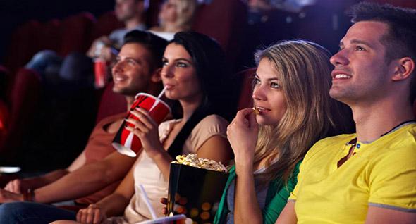 Ir al cine a ver una película