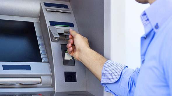 Cambiar a un banco con más sucursales y cajeros disponibles