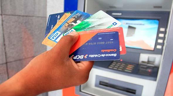 Incentiva la competencia entre bancos