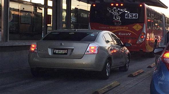 Invasión de carriles confinados, ciclovías o Metrobús