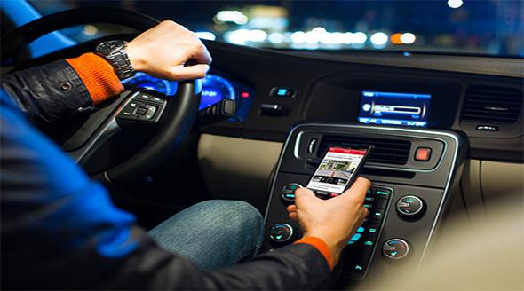 Usar el teléfono mientras conduces